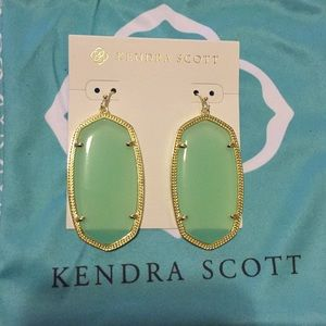 Danielle earrings in Gold and chalcedony
